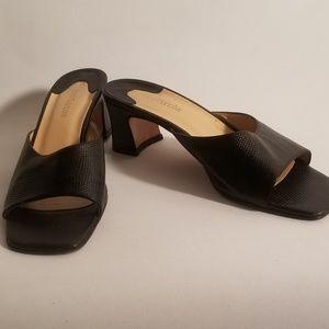 Women's Ann Taylor Black Leather Low Heel Mule 8M